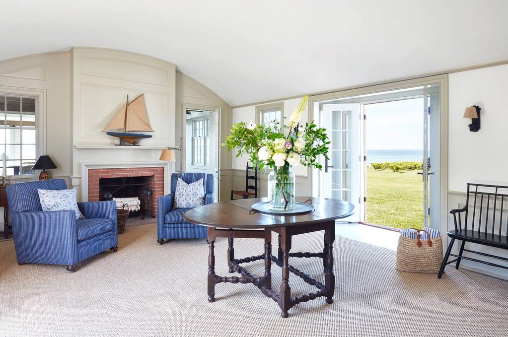 A classic cape cod style house on martha's vineyard